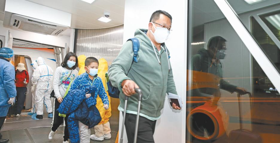中国包机接回游客 旅客:回到祖