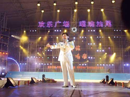 总政歌舞团男高音歌唱家王宏伟