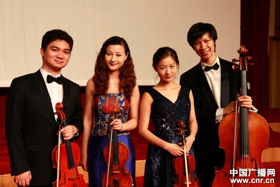 湿露露最新照片_琥珀弦乐四重奏乐团走进《中国大舞台》_图片聚焦_中国广播网